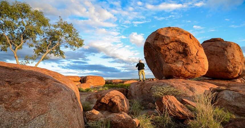 giant granite boulders at karlu karlu